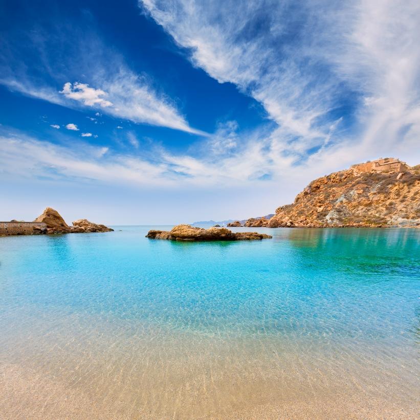 Una muestra de la belleza del Mediterráneo es Cala Cortina en Cartagena. Murcia