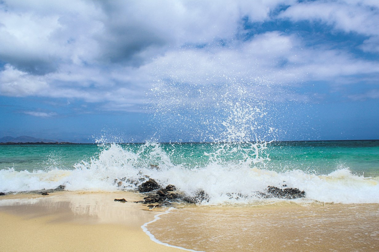 Relájate con un recorrido por Playa Blanca en Puerto del Rosario, Fuerteventura. Islas Canarias