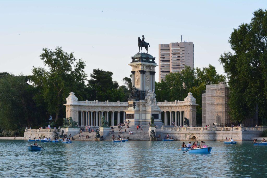 Un atardecer en el parque del Buen Retiro. Madrid.