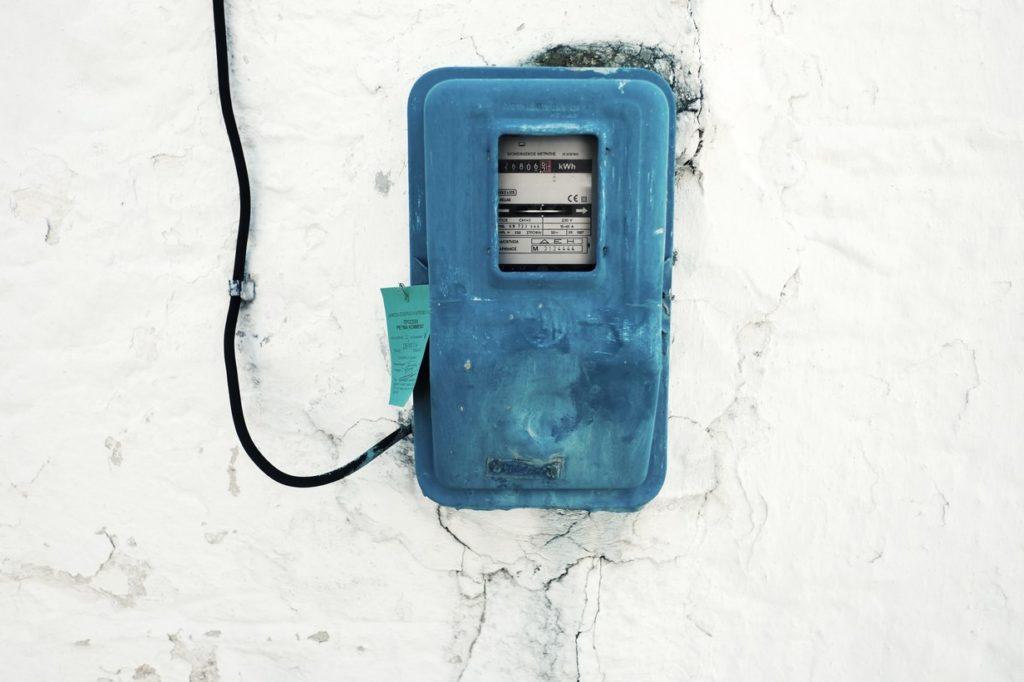 Hay que asegurarnos que hemos contratado la potencia eléctrica que realmente necesitamos.