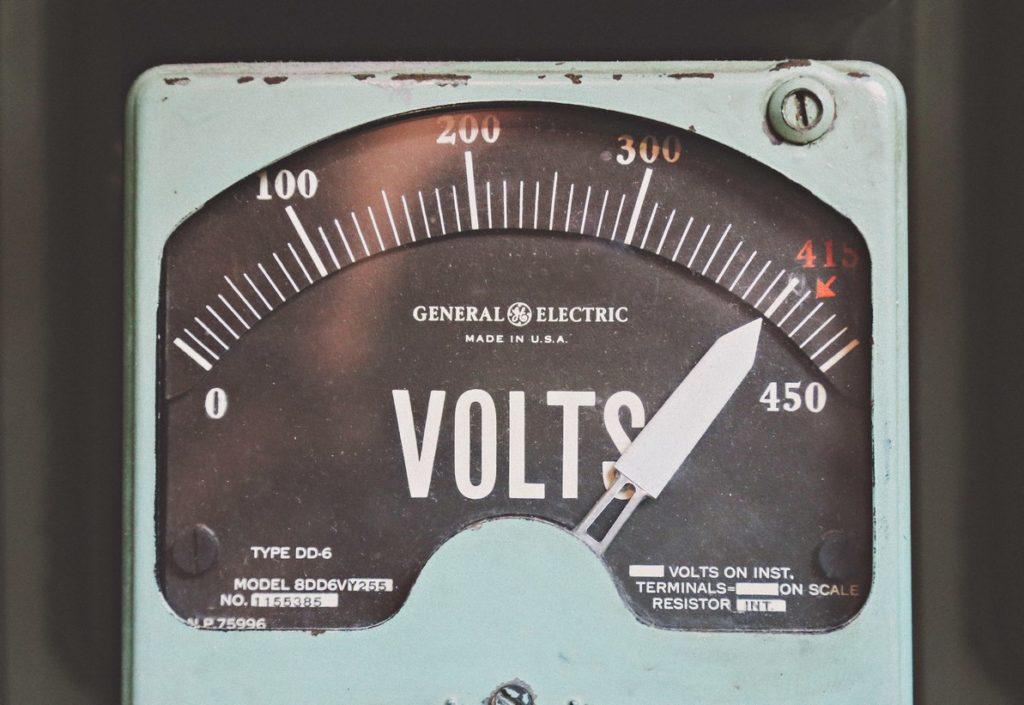 A mayor potencia, más equipos eléctricos podrás encender al mismo tiempo y más subirá tu factura.