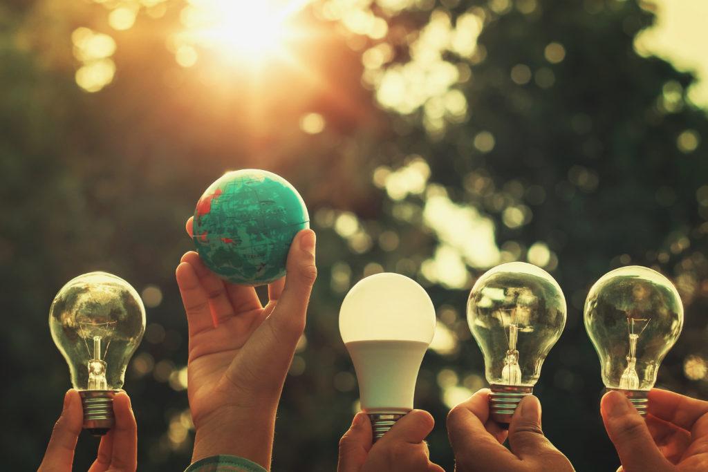 Apuesta por energías renovables, sostenibilidad y entornos eco-friendly.
