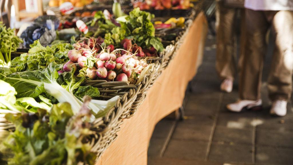 Se sostenible, consume productos locales y de temporada.