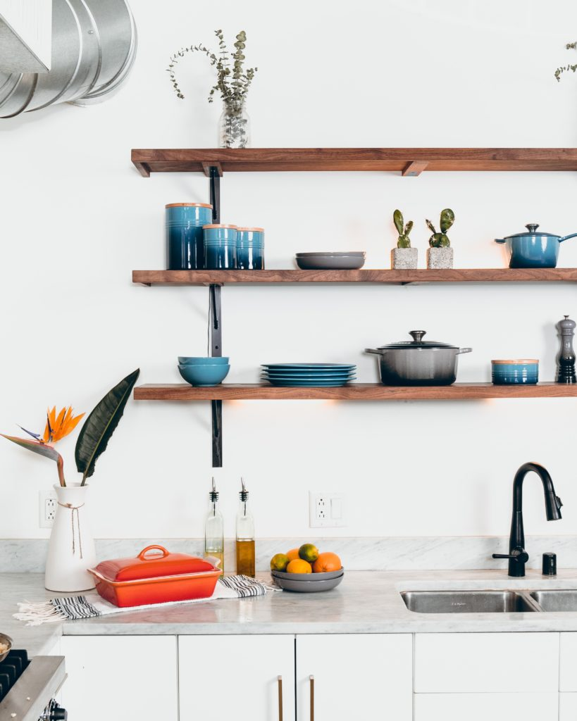 Para una cocina con buen Feng Shui se recomienda mezclar madera y metal.
