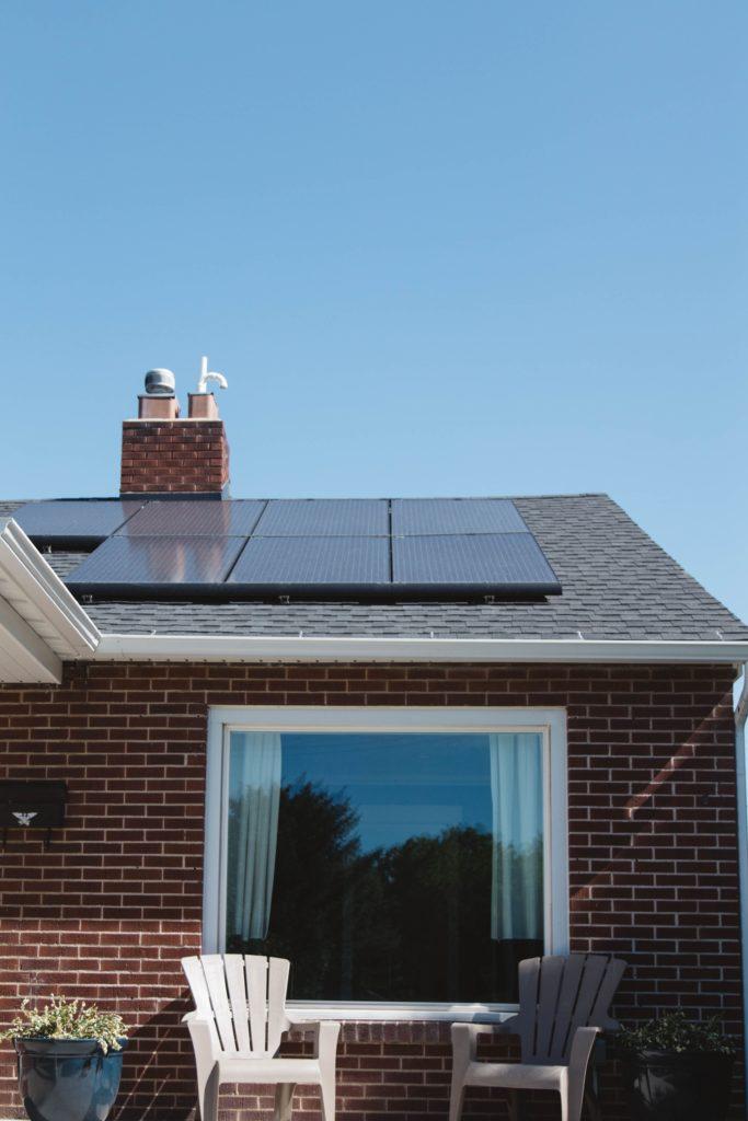 Los paneles solares se pueden instalar en el tejado, patio o jardín.