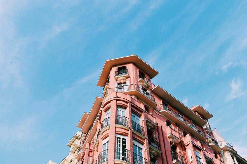 ¿Eres uno de esos afortunados propietarios que tienen un piso con terraza, patio o balcón, o una maravillosa casa con jardín o porche?